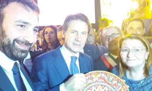 Piatto decorativo donato al Premier Giusepe Conte dai parlamentari del sannio