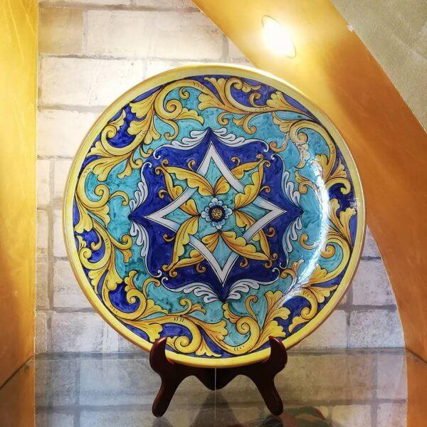 piatto decorativo disegnato a mano