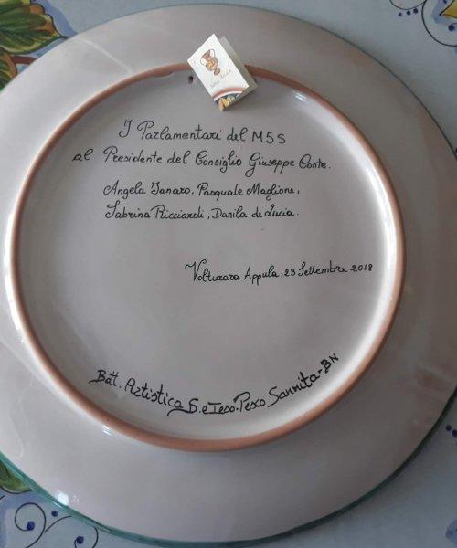 Piatto decorativo realizzato per i parlamentari del sannio da donare al Premier Giusepe Conte