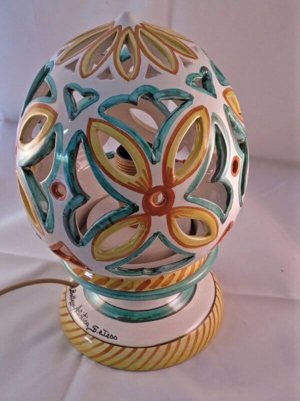 Lume in ceramica decorato a mano