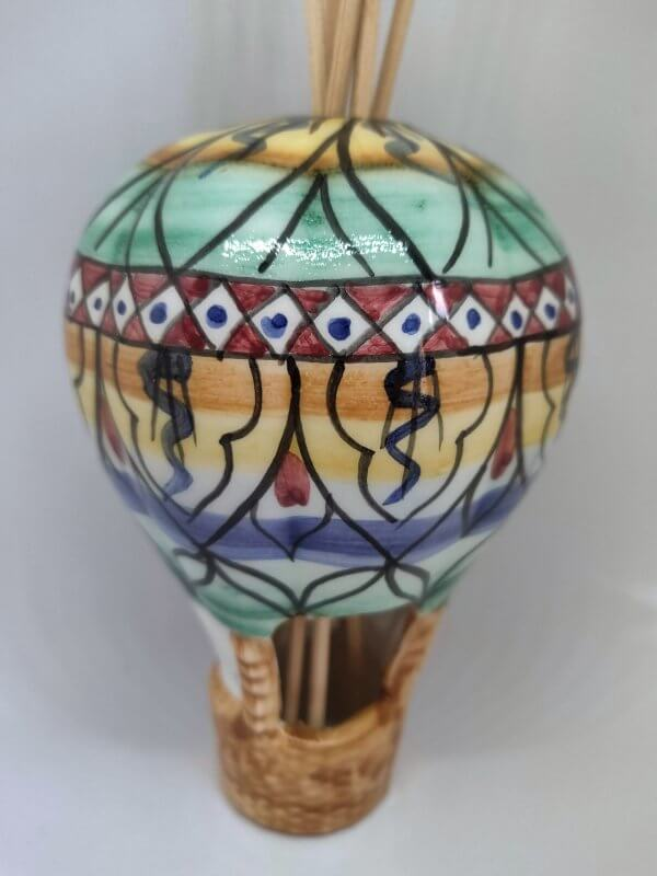 mongolfiera porta essenze in ceramica decorata a mano